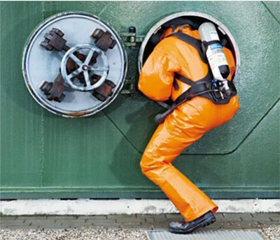 Man-entering-confined-space-with-breathing-apartus.jpg